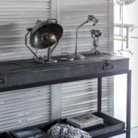 Hanjel maîtrise toujours ses classiques en réinterprétant le bois et le métal pour des intérieurs de caractère bien dans l'air du temps. Les meubles Hanjelcréent l'harmoniede tendances actuelles etdu confort...