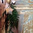 A l'approche des fêtes de fin d'année, la décoration de Noël s'installe dans la maison. Sapins de noël, branches de sapin accrochées aux poignées, guirlandes lumineuses en encore boules suspendues […]
