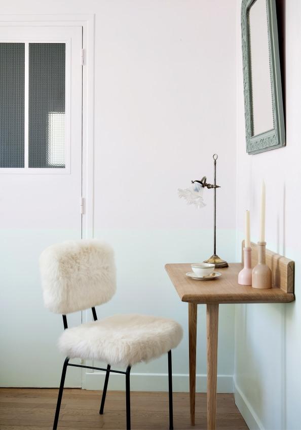 chaise-vintage-avec-bureau-de-l-une-des-chambres-de-l-hotel-henriette-a-paris-sizel-157881-1200-849
