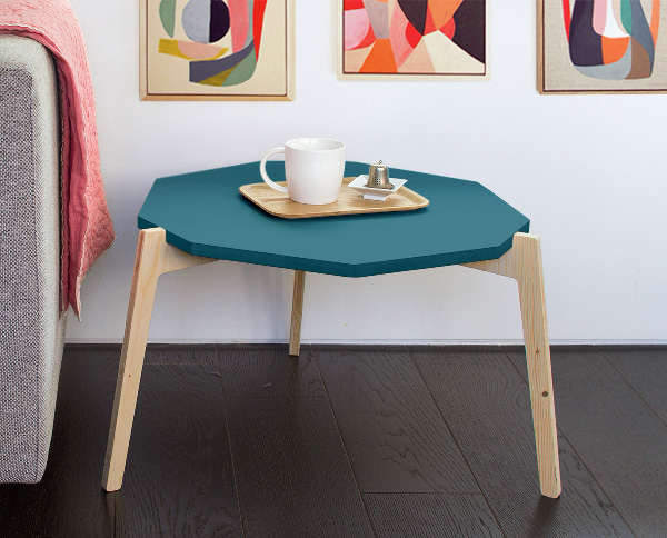 mademoiselle-dimanche-table-basse-laquee-bleu-trepied